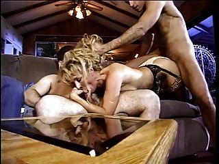 सेक्सी फूहड़ उसे रसदार बिल्ली झुकता है और मोटी मुर्गा के साथ गड़बड़