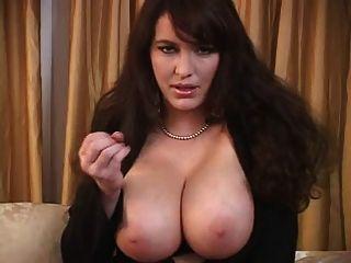 बड़े titties के साथ milf जॉय