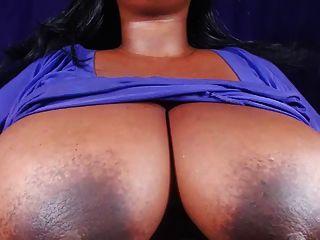 BBW बड़े स्तन और मुश्किल निपल्स दिखाता है