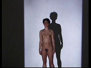 एक नग्न बालों का प्रदर्शन: आईरिस सेल्के