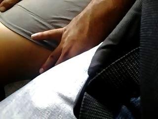 बहुत सेक्सी पैर बस में टच