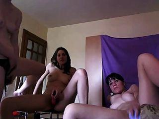कैम पीटी 1 पर खेल रहे तीन नग्न लड़कियां