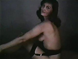 सुंदर महिला विंटेज स्ट्रिपटीज़ मोजा हेल्स बास