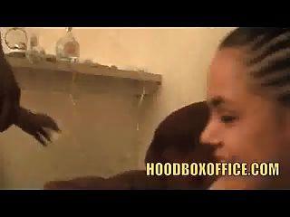 लंच मैक्सिकन लड़की पति पर धोखा देती है जब वह फल बेचती है