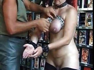 बीड़ी हुई भारी बीड़ी के छेद के साथ परिपक्व गुलाम छेदा बीडीएसएम
