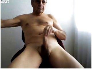 बूढ़े आदमी अपने सेक्सी शरीर और प्यारा हार्ड मुर्गा दिखाते हैं
