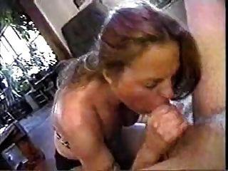 पत्नी अपने चिपचिपा सह के साथ खेलना पसंद करती है