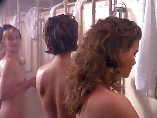 जेल में लड़कियों ione skye और bahni turpin।