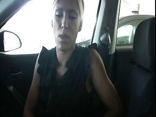 कार जॉय में मरोड़ते पकड़ा