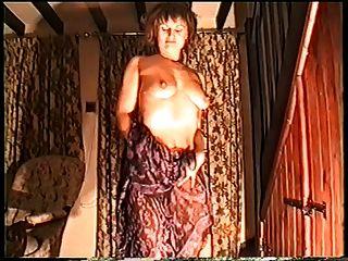 नग्न लड़की नृत्य