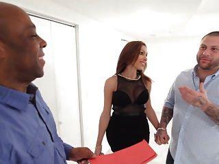 लैटिन किन्नर व्यभिचारी पति के सामने काला fucks