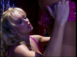 2 बड़े स्तन hotties pantyhose में खुद को देखने पर काम किया