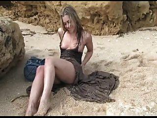 सींग का बना गोरा हार्ड रेत में cums