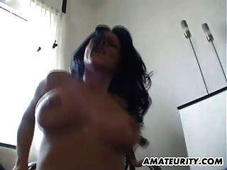 busty शौकिया प्रेमिका cumshot पर फर्श पर fucked