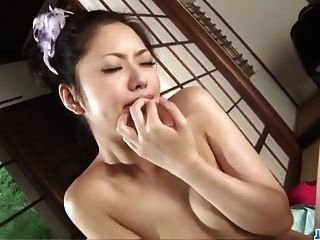 हाना किसी न किसी अश्लील के दौरान उसके गर्म होंठ के साथ जादू बनाता है