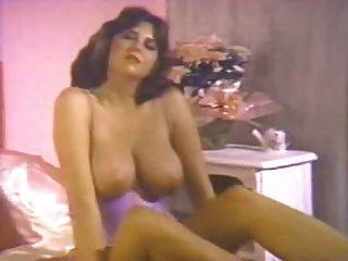 जूलिया पार्टन वापस 80 के दशक में