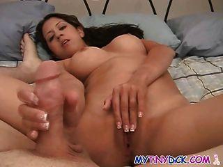 उसके शिक्षक के साथ बिस्तर में बड़े स्तन छात्रावास