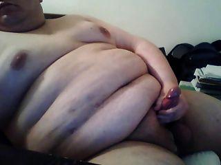 मोटा आदमी कैम पर मरोड़ते