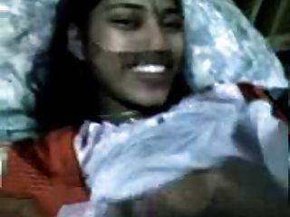 चेन्नई लड़की शर्मीली सेक्स है