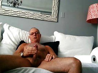 गर्म सेक्सी पुराने पिता एक अच्छा लोड गोली मारता है
