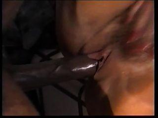 चांदी के फॉरेस्ट शॉवर में काले रंग की छाँश fucks