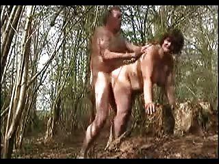 मेरी पत्नी जंगल में गड़बड़