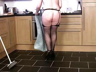 मोटी परिपक्व गृहिणी साफ और cums