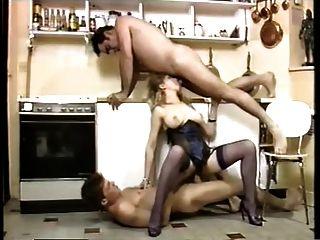 एक रसोई में सेक्सी नौकर डबल प्रवेश