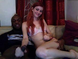 सफेद छोटे स्तन वाले बालों वाली लड़की ने बीबीसी को निगल लिया