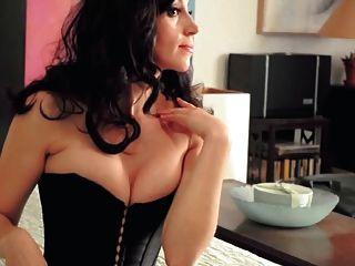 सुंदर महिला नंगा (नायलंस की आवाज़)