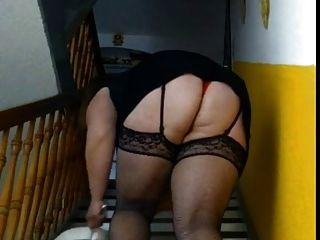 बीबीडब्ल्यू सीढ़ियों की सफाई करती है