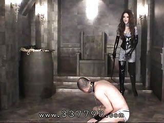 जापानी महिलाओं का दबदबा किरा एक कोड़ा के साथ गुलामों का शरीर हिट करता है