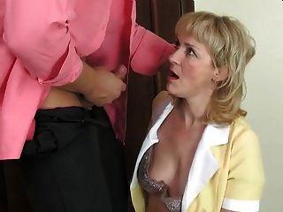 गर्म माँ फूहड़ और muscled आदमी