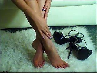 ऊँची एड़ी और खूबसूरत पैर