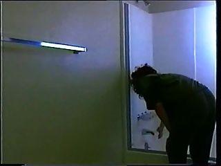 बाथटब में मज़ेदार विंटेज समलैंगिकों