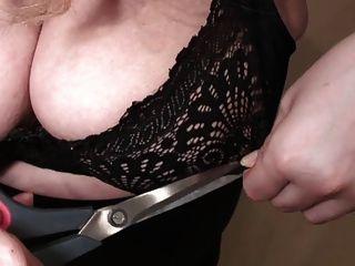 यह ब्रा बहुत छोटी है