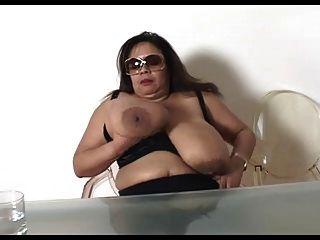 परिपक्व बड़े स्तन