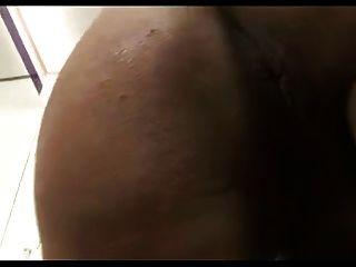 टीएस सेक्सी श्यामला बड़े स्तन बड़े गधे और विशाल मुर्गा cums के साथ