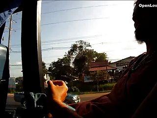 एक बस में सार्वजनिक blowjob