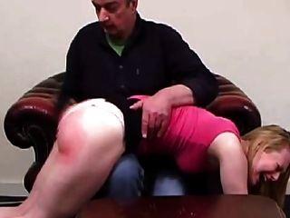 पिता अपनी बेटी को नहीं दंडित (लघु फिल्म)