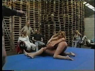 नग्न समलैंगिक स्काच कुश्ती pt2