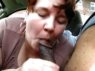 मोटा परिपक्व शौकिया कार में काले डिक का इलाज