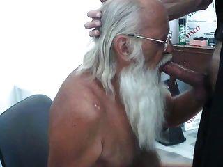 पिता सांता पॉल नाश्ते खाती है