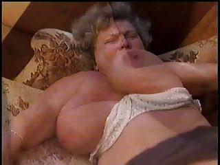 विशाल तैसा दादी fucked