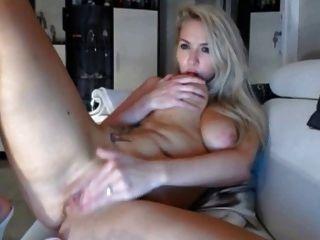 बड़े स्तन के साथ गोरा mastintates और लाइव कैम पर संभोग सुख है