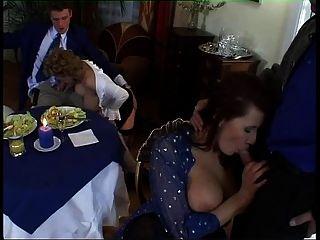 बड़े स्तन और सेक्सी संगठनों के साथ यूरोपीय milf नंगा नाच