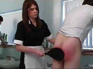 शरारती लड़का बाथरूम में spanked