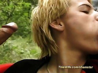 वन त्रिगुट में तैयार पत्नी