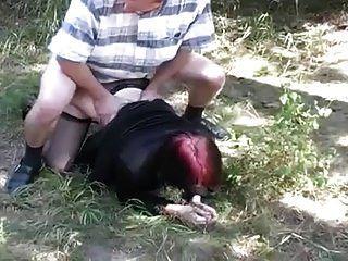 युवा रेड इंडियन लड़की चूसने और कमबख्त आउटडोर