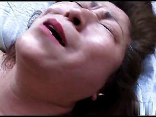 एशियाई दादी R20